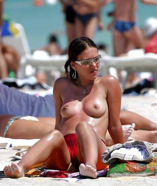 ヌーディストビーチにいた美女のヌード画像 29