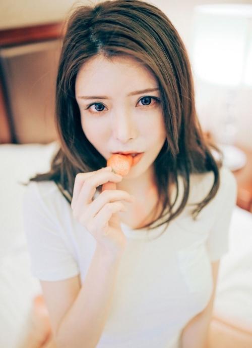 美巨乳な美女モデルをホテルで撮影したヌード画像 2