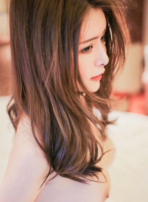 美巨乳な美女モデルをホテルで撮影したヌード画像 8