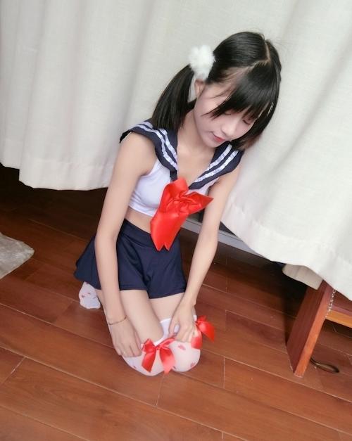 ロリ系パイパン美少女の制服コスプレ自分撮りヌード画像 1