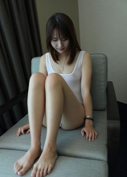 ノーブラ透け乳首の美女を撮影したセクシー画像 5