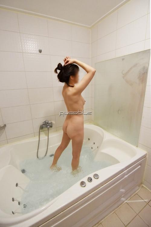 アジア系素人女性の入浴ヌード画像 1