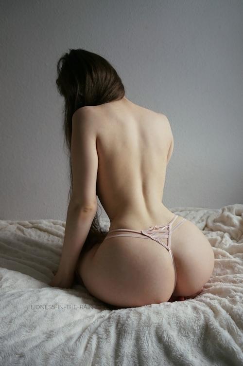 美巨乳おっぱいな女性のヌード画像 2