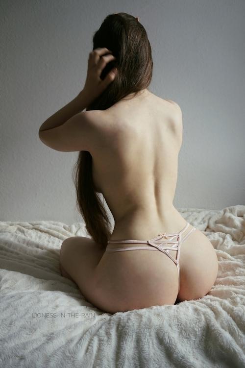 美巨乳おっぱいな女性のヌード画像 3