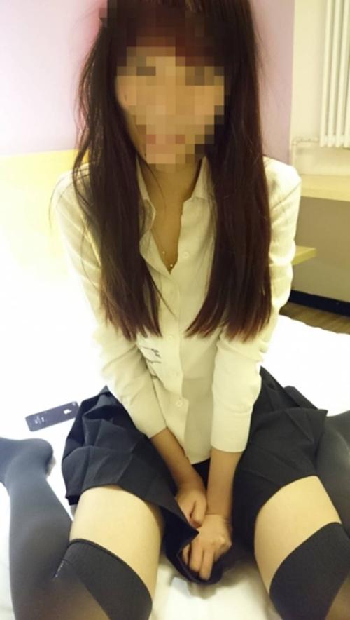 18歳の中国少女のハメ撮りセックス画像 1