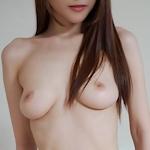 美乳な韓国女性の拘束ヌード画像