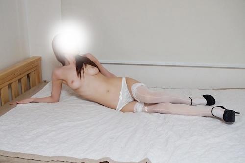 美乳な韓国女性の拘束ヌード画像 12