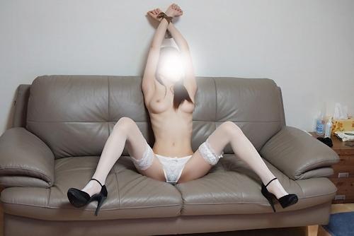 美乳な韓国女性の拘束ヌード画像 14