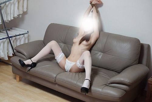 美乳な韓国女性の拘束ヌード画像 15