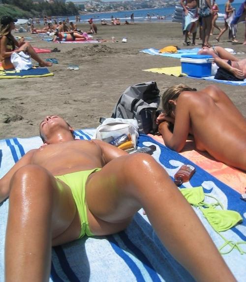 海で裸になってる西洋美女のヌード画像 7