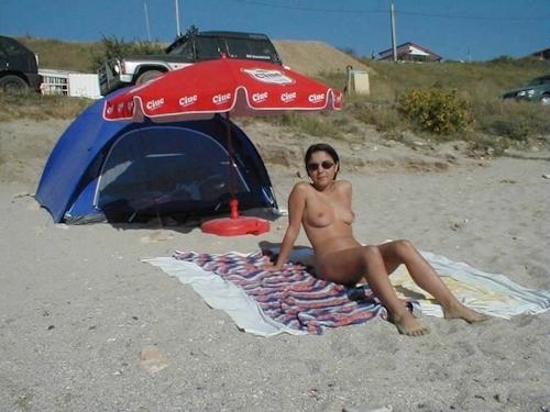 海で裸になってる西洋美女のヌード画像 9
