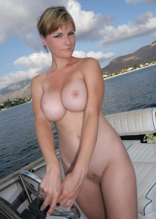 海で裸になってる西洋美女のヌード画像 10