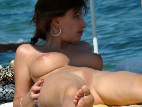 海で裸になってる西洋美女のヌード画像 19