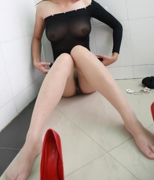 巨乳な中国美女の調教ヌード画像 3