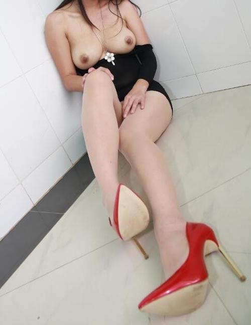 巨乳な中国美女の調教ヌード画像 4