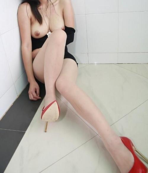巨乳な中国美女の調教ヌード画像 5