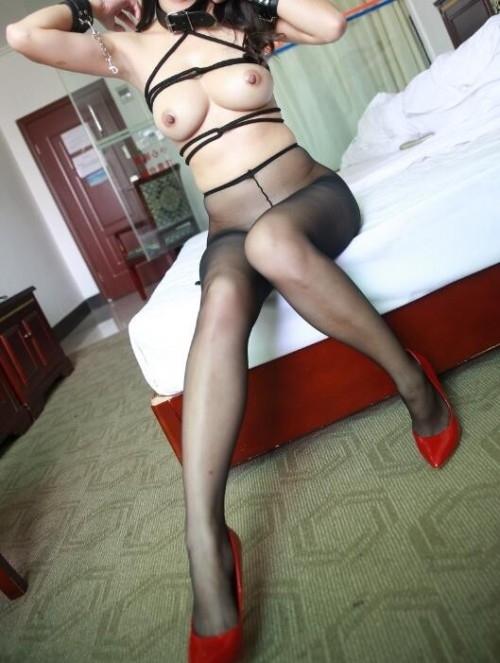 巨乳な中国美女の調教ヌード画像 12