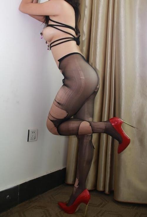 巨乳な中国美女の調教ヌード画像 17