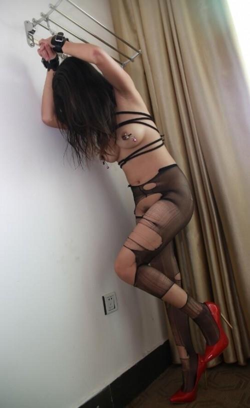 巨乳な中国美女の調教ヌード画像 18
