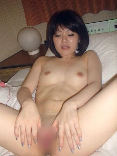 日本のパイパン美人妻の不倫セックス画像 12
