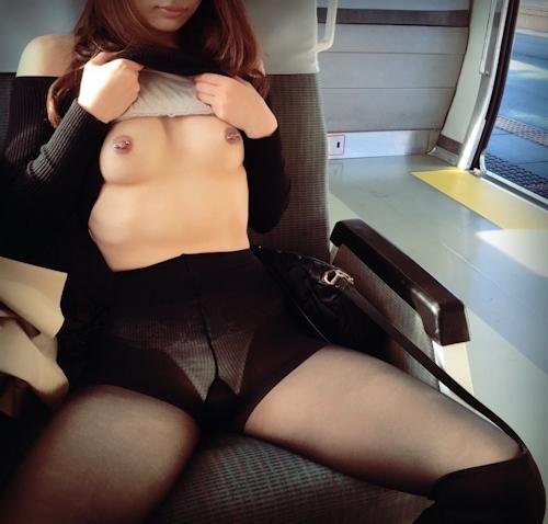 日本のEカップ美乳美女の調教ヌード画像 4