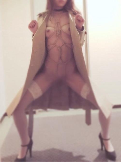 日本のEカップ美乳美女の調教ヌード画像 9