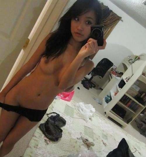 アジアン美女の自分撮りヌード画像 11