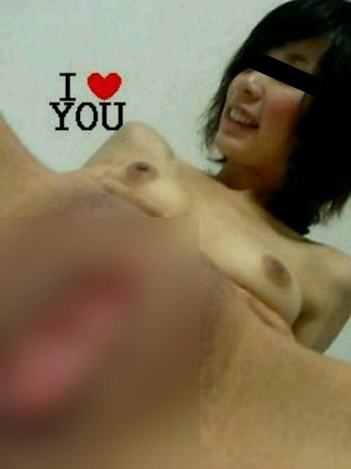美乳&パイパンな日本の素人美女がおマ○コくぱぁして自分撮りヌード画像 5