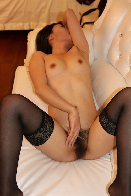 美乳で陰毛の濃い中国美女のヌード画像 11