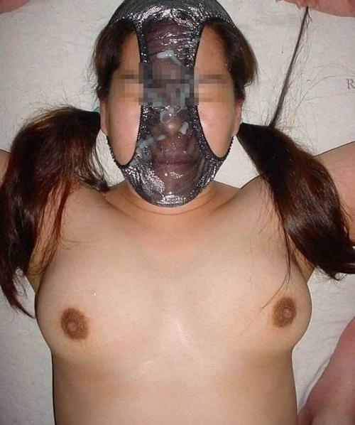パンティを被ってる素人女性のヌード画像 5
