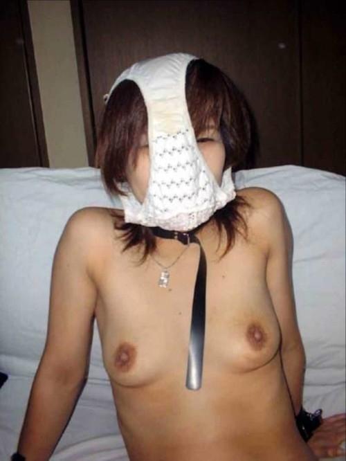 パンティを被ってる素人女性のヌード画像 18