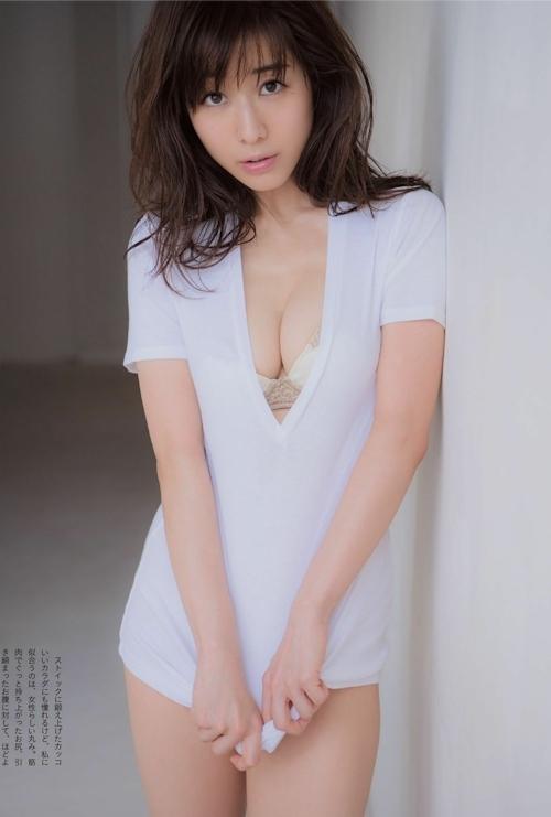 田中みな実 手ブラセミヌード画像 2