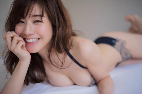 田中みな実 手ブラセミヌード画像 4
