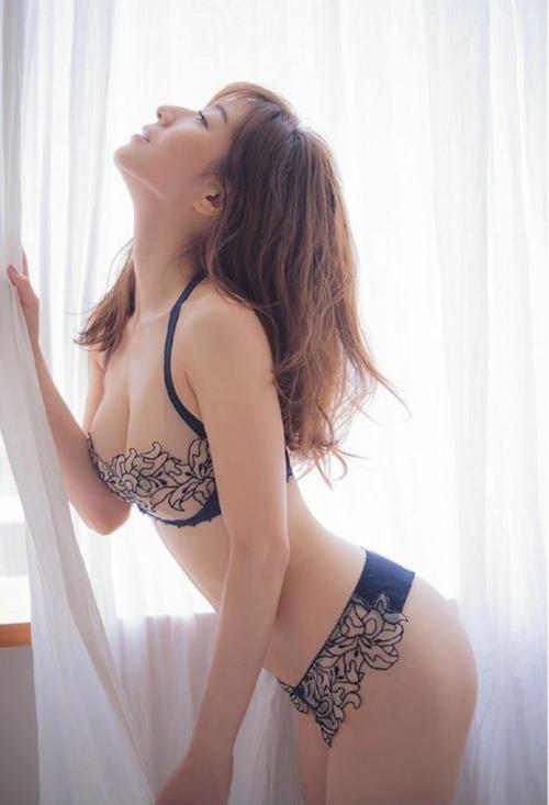 田中みな実 手ブラセミヌード画像 7