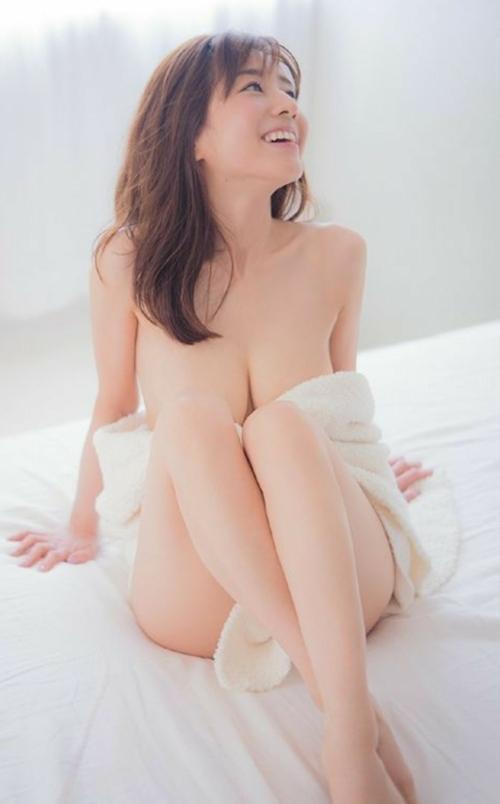 田中みな実 手ブラセミヌード画像 10