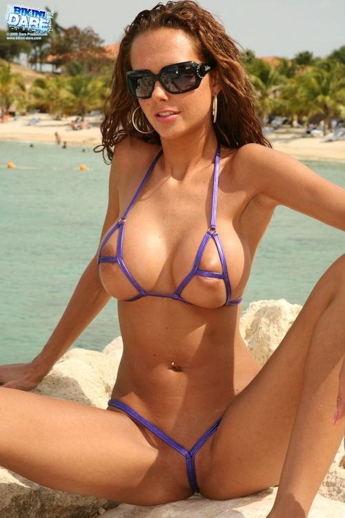 マイクロビキニの西洋美女画像 7