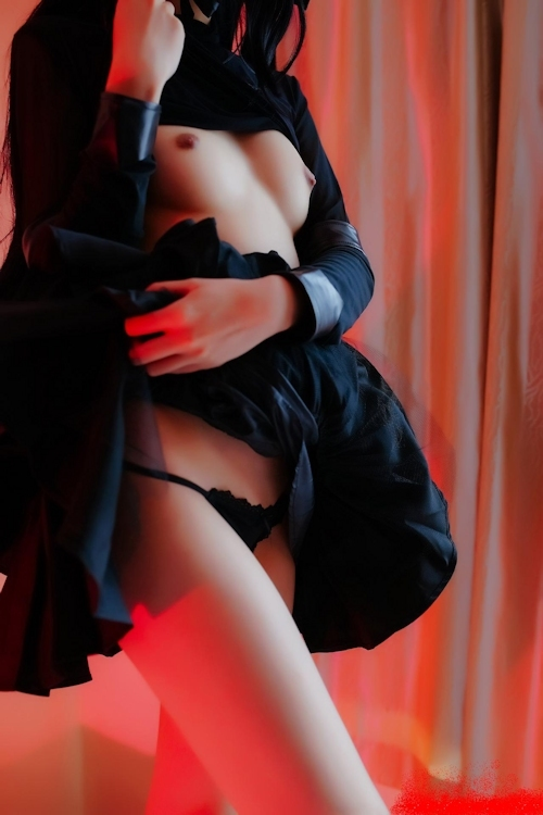 黒ストッキングを履いた美脚女性のヌード画像 10