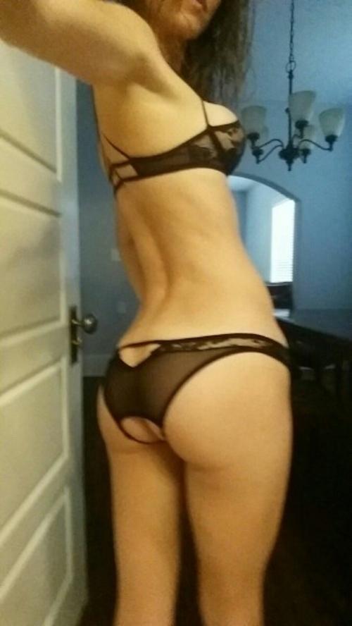 西洋の素人美女の流出ヌード画像 5