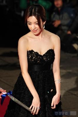 Han-Hyo-Joo-290618 (7)