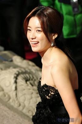 Han-Hyo-Joo-290618 (8)