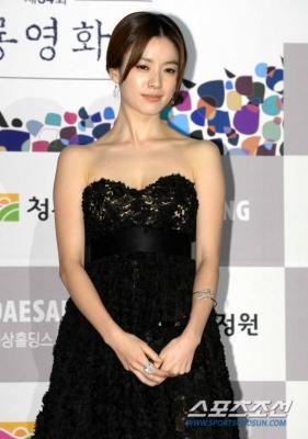 Han-Hyo-Joo-290618 (14)