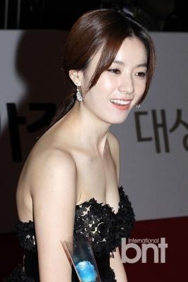 Han-Hyo-Joo-290618 (16)