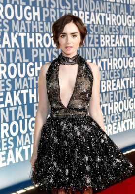 lily-collins-290623 (4)