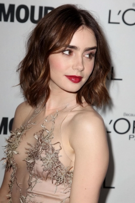 lily-collins-290623 (7)