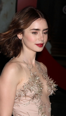lily-collins-290623 (8)