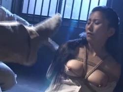 人妻屈辱の靴下舐め~足舐め - エロ動画 アダルト動画