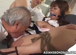 M字緊縛のM女を凌辱 - 動画 - 無修正アダルト動画共有 エロビデオネット(2)