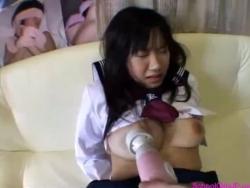 女子高生縛り足ソファーの上で口へフェラチオ口内を与える彼女の口ファックを取得 - エロビデオネット(1)