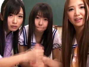 「これ私のチンポだよぅ」義妹と彼女と教え子がボクのチンポを取り合う 友田彩也香 つぼみ 大槻ひびき