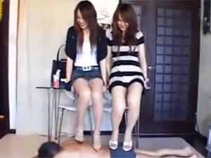 美脚のお姉さん2人にハイヒールで踏んだり蹴られたり!